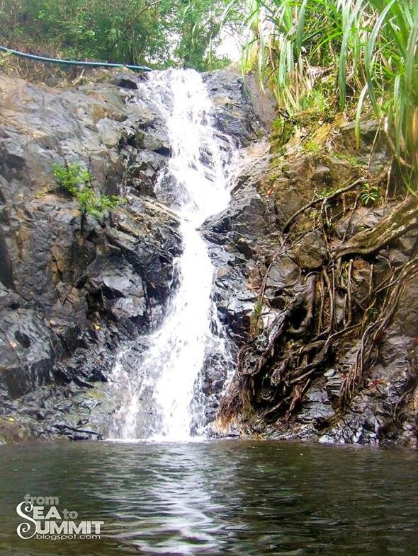 Nagkalit-kalit waterfalls in El Nido