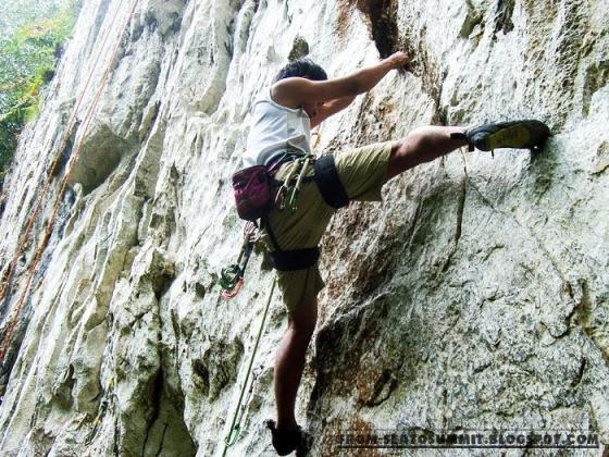 Rock climbing in cantabaco